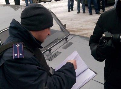 полиция составляет протоколы