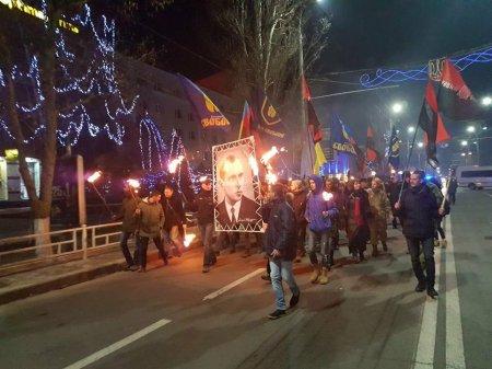 Факельное шествие в честь Дня рождения Степана Бандеры. 1 января 2018 года. Херсон.