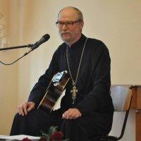 Священник Херсонской епархии отец Василий Мазур стал лауреатом Международного православного фестиваля авторской песни.