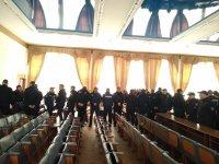 Полиция на сессии. Такой сегодня вид большого зала заседаний. 14 марта 2019 года.