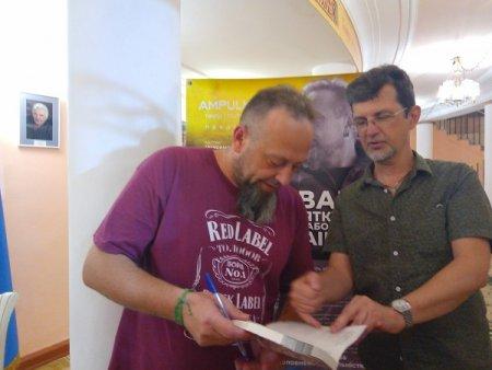 Руслан Горовий після вистави в Херсоні